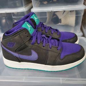 Nike Air Jordan 1 Mid Youth Sneakers. Size: 7Y.